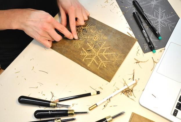 Warsztaty Artystyczne – w grudniu zajęcia hobbystyczne będą wyjątkowe! W tym czasie będziemy wykonywać ozdoby świąteczne, papiery prezentowe i inne miłe upominki.