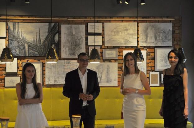 To był wspaniały wieczór. Wernisaż wystawy prac rysunkowych i malarskich uczniów RA w Tapasta przyniósł wiele pięknych emocji. Zobacz klimatyczną fotorelację z wydarzenia :) :)