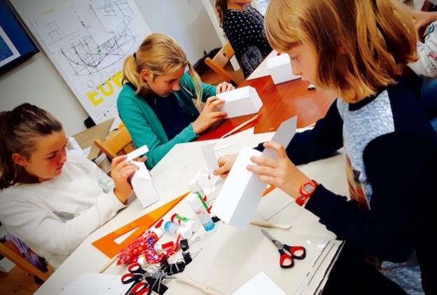 Szkoła rysunku RA to nie tylko nauka rysunku i malarstwa, ale również projektowanie i zdobywanie wiedzy z architektury! Nie tylko na kursach przygotowawczych, ale i warsztatach hobbystycznych!