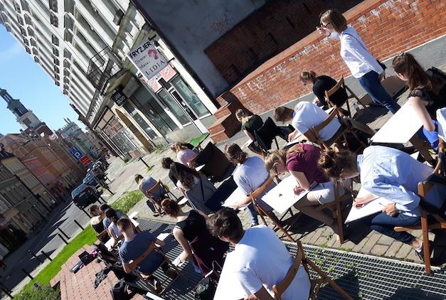 Wakacyjne kursy przygotowawcze i warsztaty artystyczne już w sierpniu w RA. Nauczymy Cię rysować i malować!
